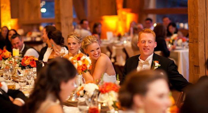 Oh, bu düğün Yeni evlilerle bir karavanla nasıl tanışılır